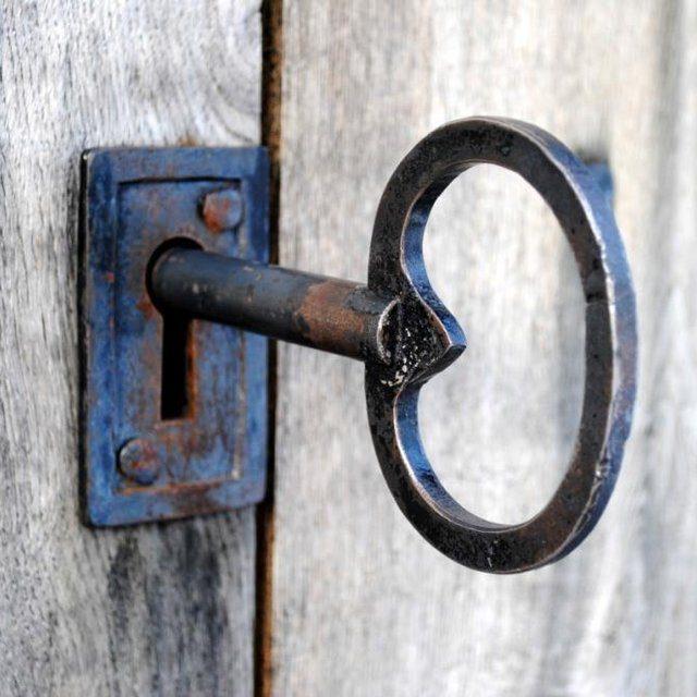 Schöner, alter Schlüssel im Schloss
