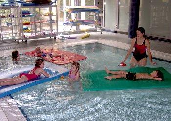 Kindergruppe im psychomotorischen Schwimmkurs