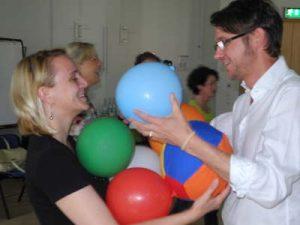 Teilnehmer erfahren Psychomotorik