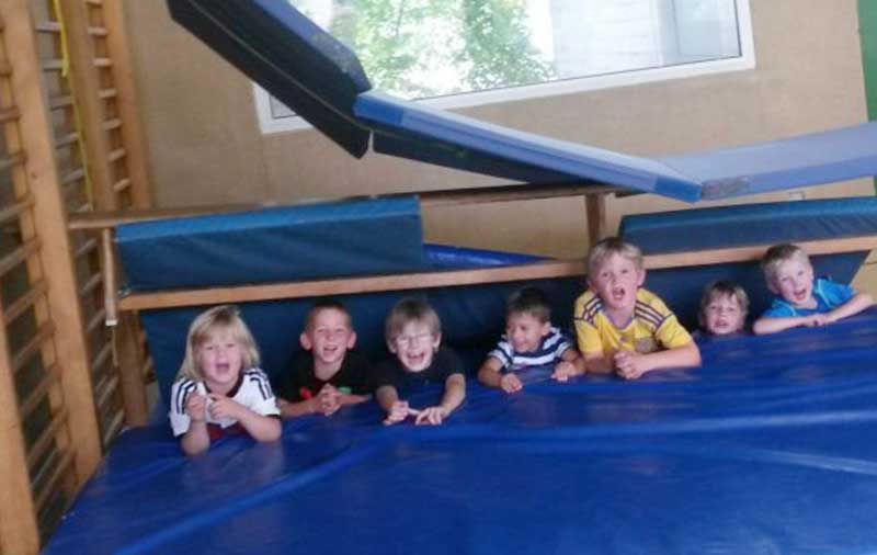 Kinder im Psychomotorik Kinderkurs