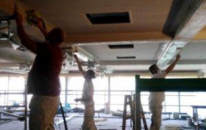 Die Erneuerung der kompletten Hallendecke